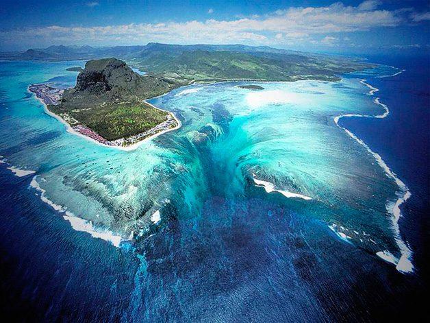 UnderwaterWaterfall1