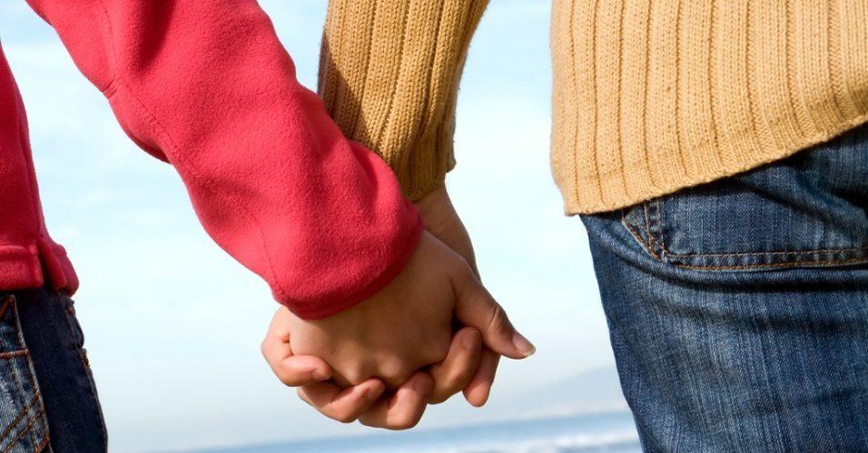 midia indoor casal uniao namoro casamento carinho amor divorcio separacao maos marido mulher homem relacionamento inverno casaco frio passeio viagem ferias romance romantico 1271790019967 95