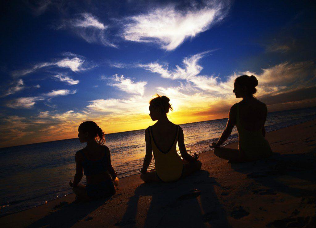 girls-meditating-