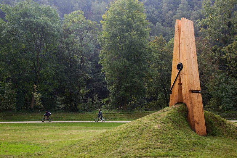 just-a-picnh-clothespin-pinch-grass-art-sculpture-belgium-mehmet-ali-uysal