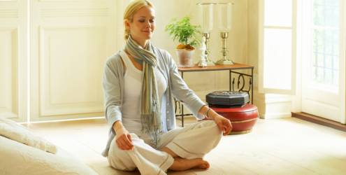 mulher-meditando-mantra-bons-fluidos130-7520