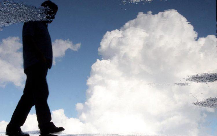 solidão do homem da nuvem