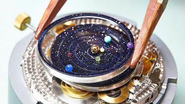 f21896976ee Marca cria relógio de pulso com planetas do sistema solar girando no ...