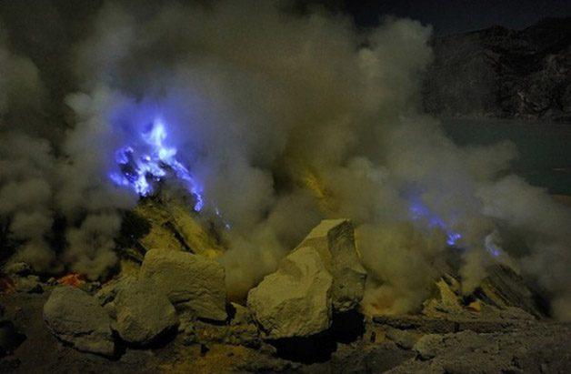 Glowing-Blue-Liquid-Volcano-10-600x393