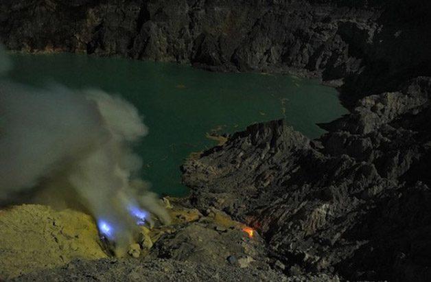Glowing-Blue-Liquid-Volcano-11-600x393