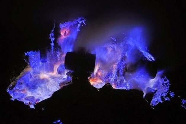 Glowing-Blue-Liquid-Volcano-5-600x400