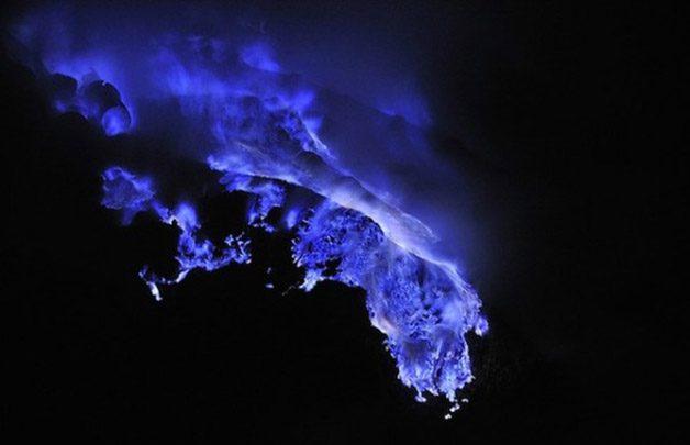 Glowing-Blue-Liquid-Volcano-6-600x387