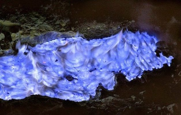 Glowing-Blue-Liquid-Volcano-7-600x380