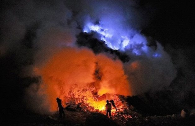 Glowing-Blue-Liquid-Volcano-8-600x390