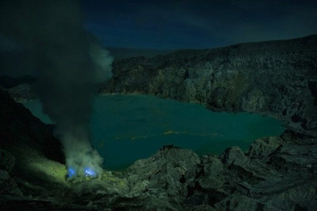 Glowing-Blue-Liquid-Volcano-9-600x399