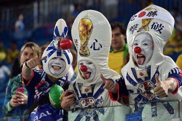 1° lugar: estes torcedores japoneses.