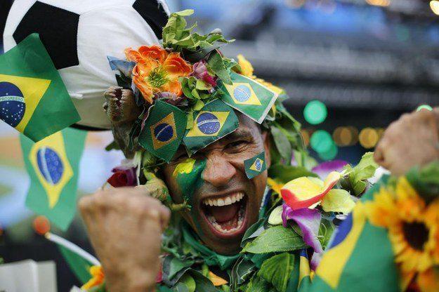 3° lugar: um adereço de cabeça que celebra o patriotismo, o futebol e a natureza. Ao mesmo tempo.