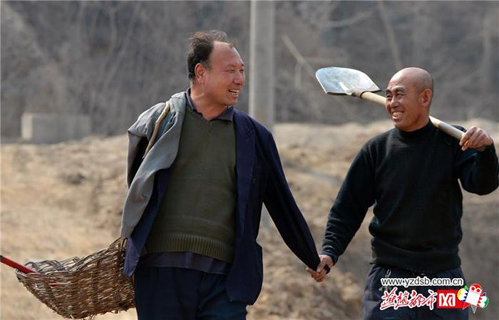 blind-man-amputee-plant-trees-china-11