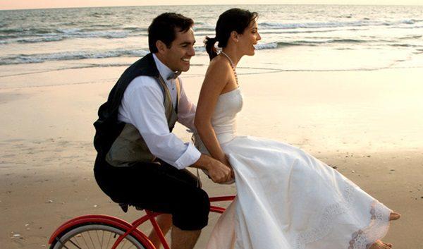 noivos de bicicleta na praia1
