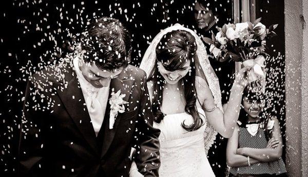 arroz casamento noivos igreja alfafoto