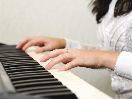 mãos-piano-450x338