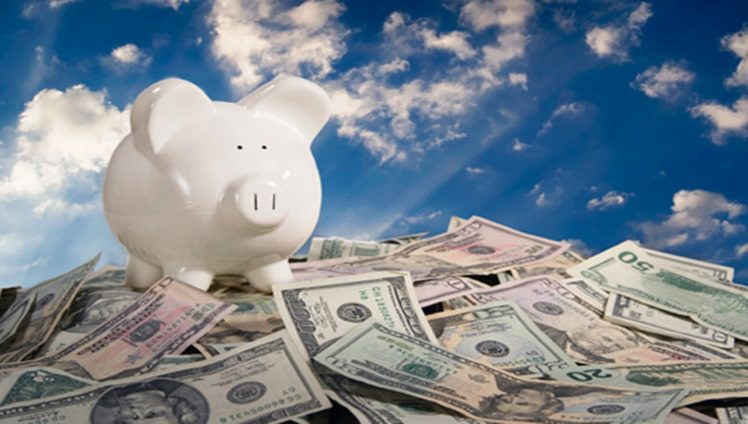 guardar dinheiro no porquinho mealheiro