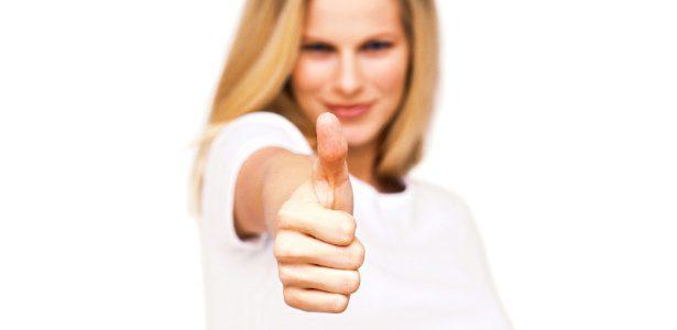 mulher-faz-sinal-de-positivo-1351726494543_615x300