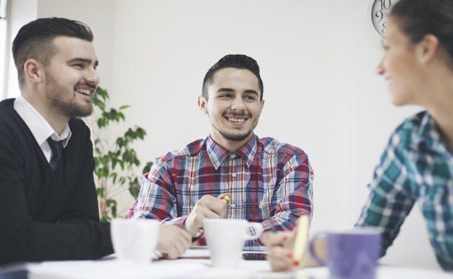 um guia de gratidão para você ser mais feliz no trabalho