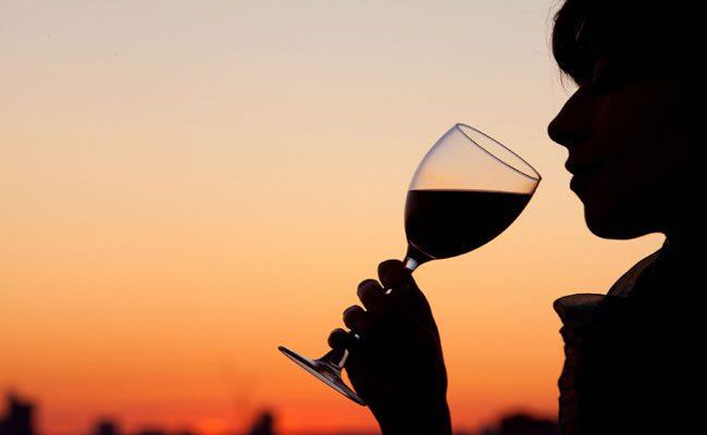 beber vinho pode melhorar sua saúde e felicidade