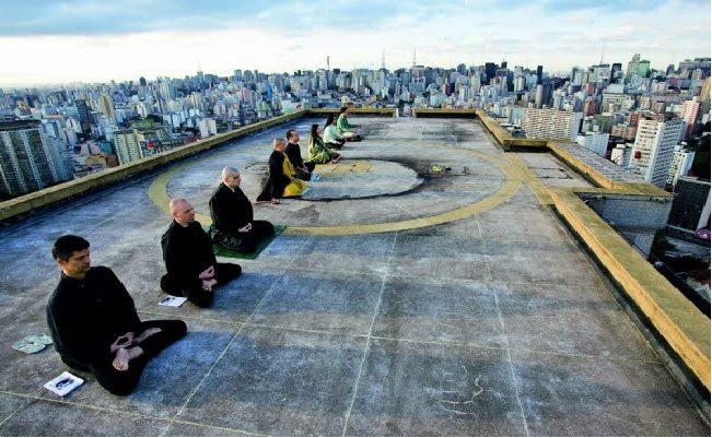 como meditar em lugares