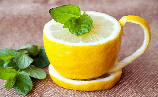 10 razões para beber água morna com limão