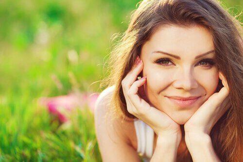 Mujer-joven-sonrisa