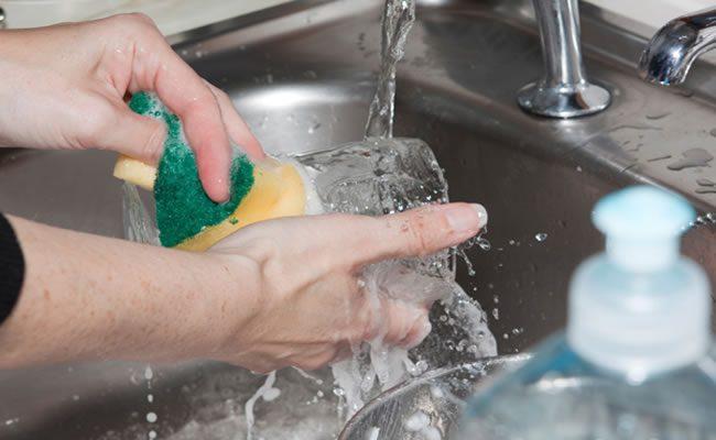 lavar louça pode fazer bem para sua mente
