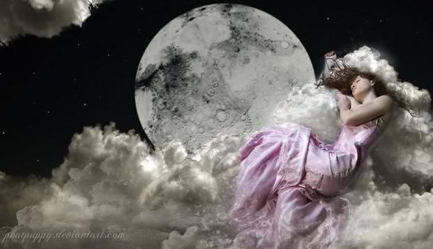 mujer-libre-sobre-la-luna