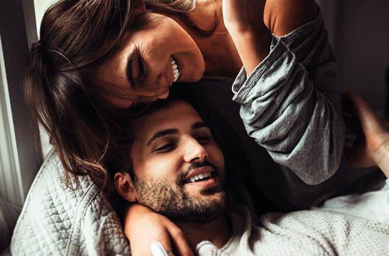 10 habitos que todo casal feliz tem