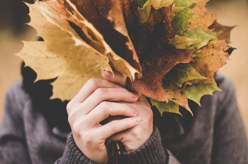 outono mãos