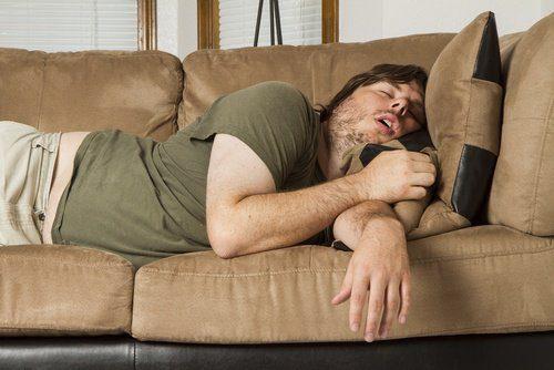 maos_dormentes_homem_dormindo