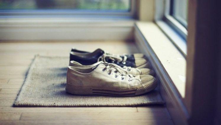 tirar os sapatos antes de entrar em casa 1
