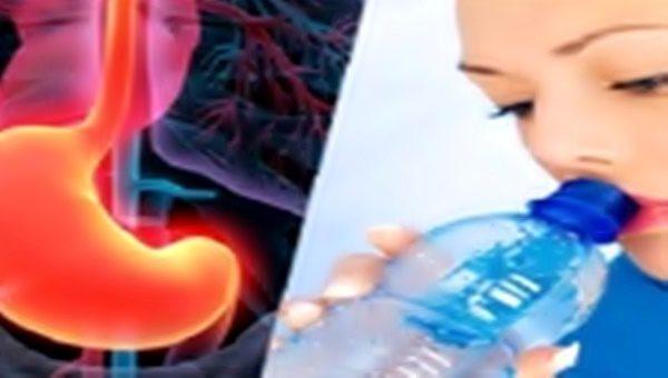 Beber agua com estomago vazio
