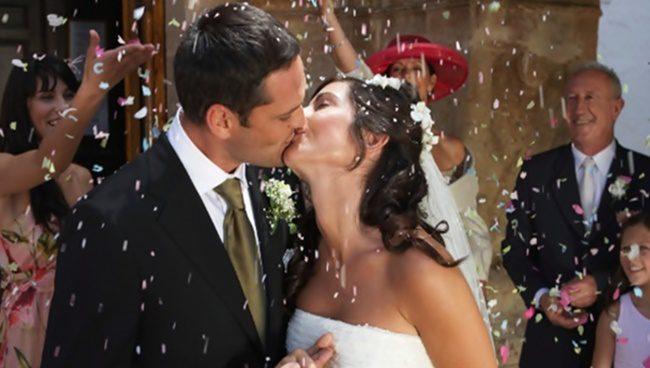casamento-noivos-confete-chuva-de-arroz-noiva-1342717247449_615x300