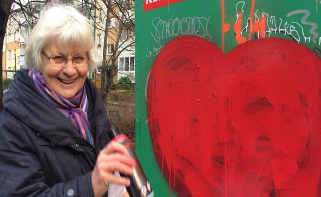 mulher idosa viaja alemanha