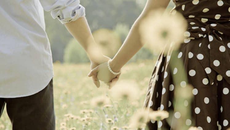Quero um amor para andar de mãos dadas... 