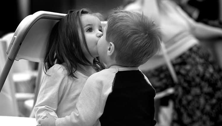 Todo abraço é vínculo. Todo beijo é promessa