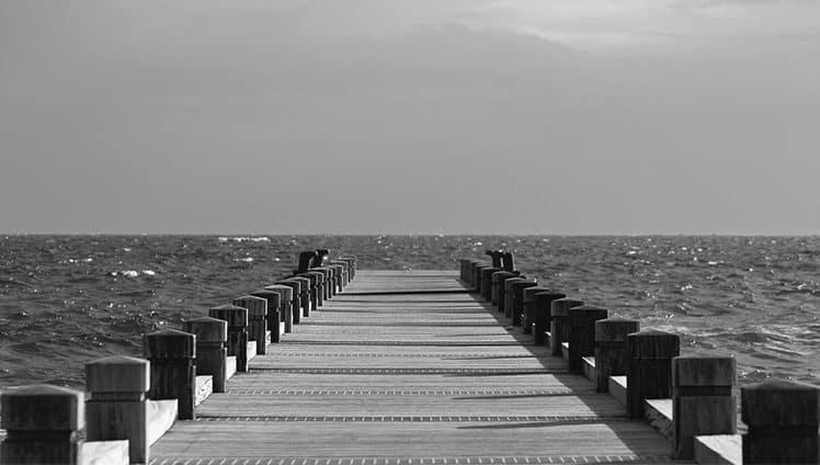 Às vezes Deus acalma a tempestade às vezes Ele acalma o marinheiro. Outras Ele nos ensina a nadar. 1