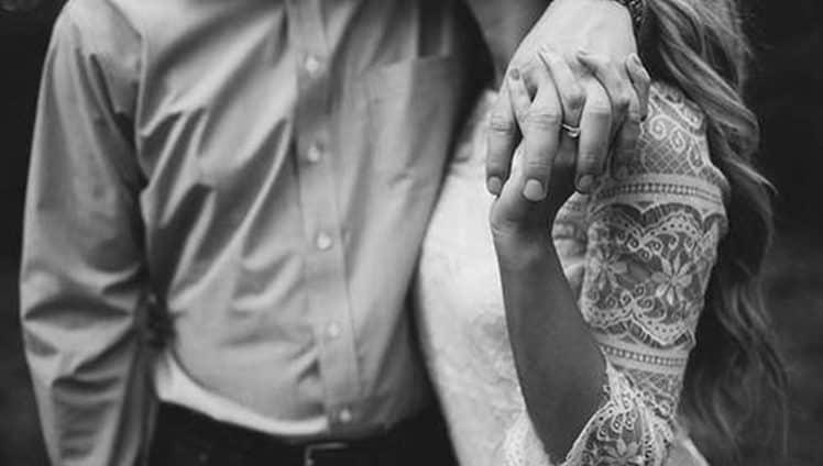 Deixamos o abraço para depois o beijo para depois sem saber que o depois pode não chegar para nós.