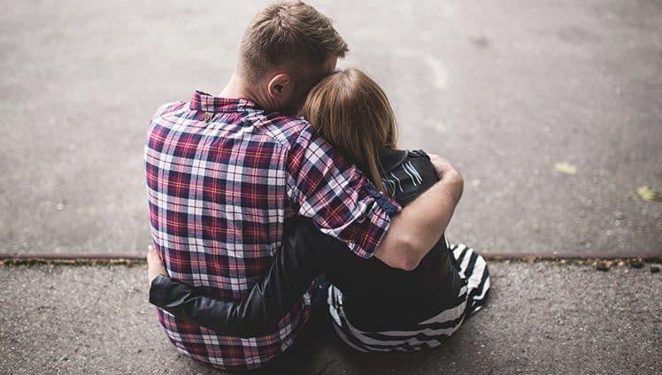 No amor Deus ajuda a quem cedo não gruda.