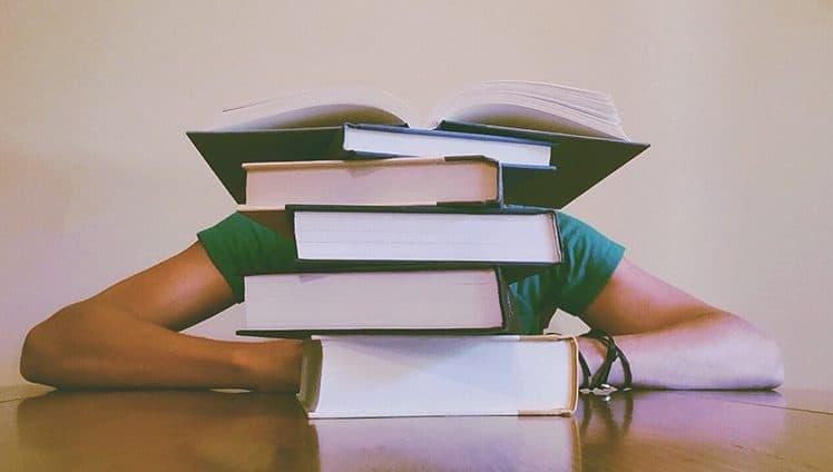 Pare de se cobrar excessivamente viver não consta no currículo