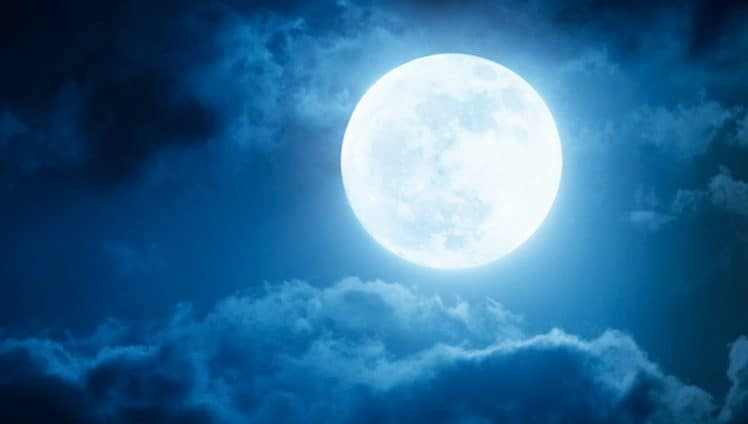 %C3%80s-vezes-tudo-o-que-precisamos-%C3%A9-mergulhar-nos-olhos-da-lua-cheia-e-nos-perder-em-seus-mist%C3%A9rios.jpg