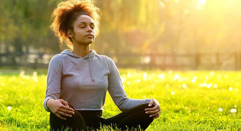 Aprenda a meditar com foco na respiração: