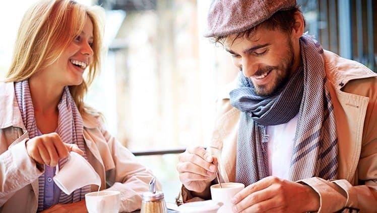 Por favor dois cafés e um amor bem quentes. 1