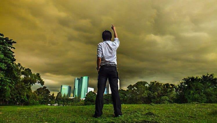 Quando em meio a tempestade não se vitimize apenas respire encare e vá em frente