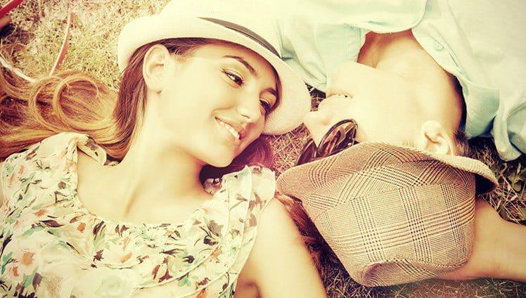 Seja uma pessoa digna para encontrar alguém digno para dividir a vida com você.