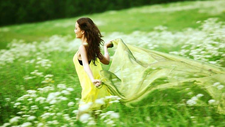 Hoje eu estou livre solta Voando como um pássaro e com tudo o que me da liberdade de ser deste jeito