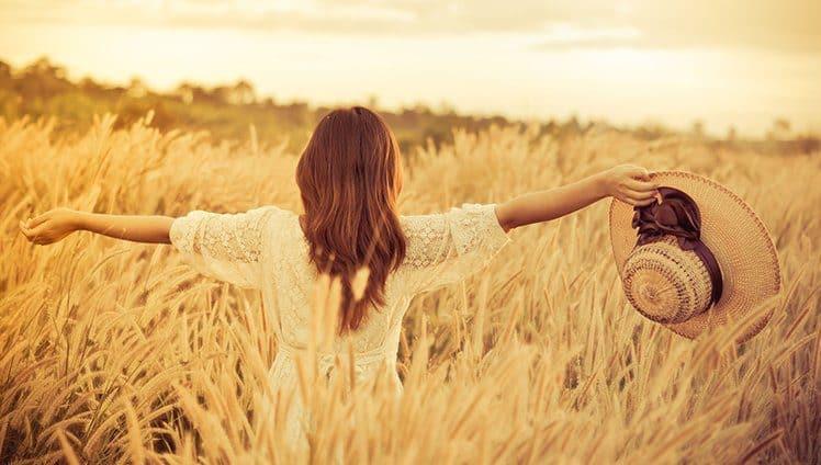 Respire fundo e a partir de hoje foque em você. A vida é maravilhosa e nunca se encerra um ciclo sem começar um outro novo.