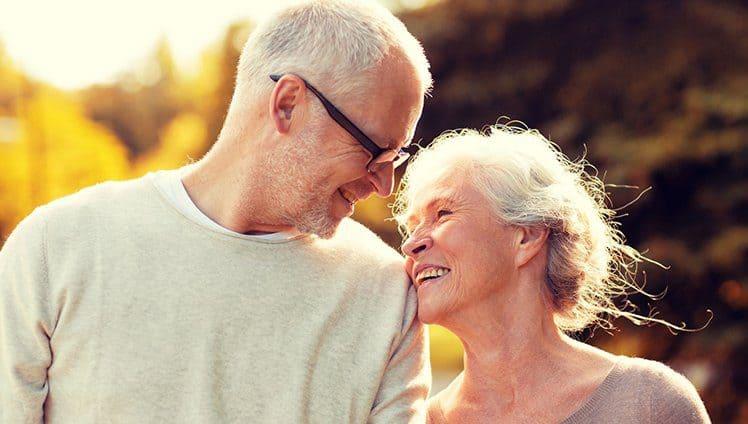Vamos envelhecer meu bem E estou segurando a sua mão. Quando for dor quando houver amor... Não vou soltar.
